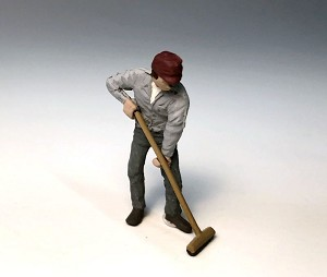 O Scale Man Pushing Broom
