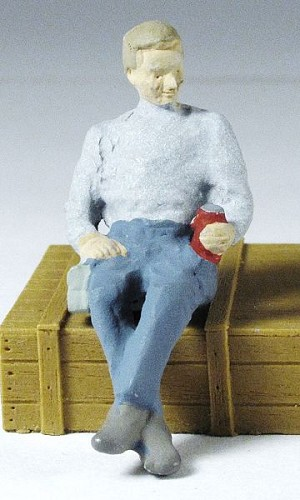 O Scale Sitting Worker With Cup
